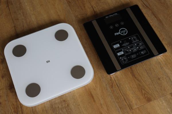 Foto que Mostra o Tamanho da Balança da Xiaomi