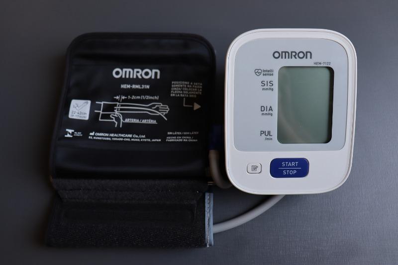 Foto do Omron-7122 Mostrando a Braçadeira